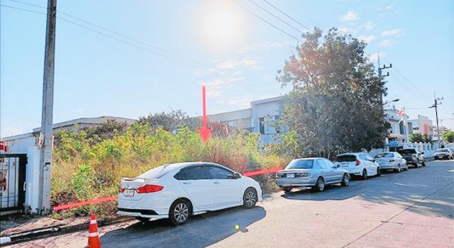 เลขที่ - อาคาร  ชั้น - หมู่บ้าน พารากอน แฟคตอรี่แลนด์ ซอย - ถนน สายบ้านบึง - พานทอง (ชบ.3023) หนองบอนแดง บ้านบึง ชลบุรี