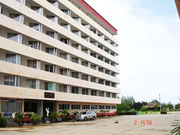 อาคารชุดปึกเตียนบีช คอนโดเทล  ห้องเลขที่ 624 ชั้นที่ 6 อาคาร 4 ถนนหาดเจ้าสำราญ-ปึกเตียน (คันกั้นน้ำเค็ม) ปึกเตียน(หนองจอก) ท่ายาง จังหวัดเพชรบุรี