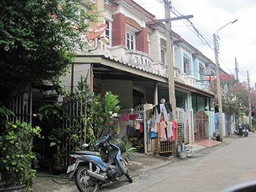หมู่บ้านบุศรินทร์ บ้านเลขที่ 300/346  ถนนบางกรวย-ไทรน้อย ซอยโครงการหมู่บ้านบุศรินทร์ซอย3/3 บางรักพัฒนา บางบัวทอง จังหวัดนนทบุรี