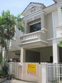 ขายทาวน์เฮ้าส์ หมู่บ้านปิยวรารมย์ บ้านเลขที่ 7/800 ถนนบ้านกล้วย-ไทรน้อย ซอย8  หมู่บ้านปิยวรารมย์(นันทิชา 3 เดิม) ทวีวัฒนา ไทรน้อย จังหวัดนนทบุรี ขนาด 0-0-16 ไร่ ของ ธนาคารกรุงศรีอยุธยา