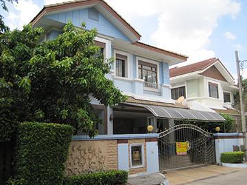 หมู่บ้านเศรษฐสิริ (วงแหวน-สุขาภิบาล2)  บ้านเลขที่ 99/105  (ซ.18/2) ถนนสุขาภิบาล2 (เสรีไทย) ซอยระหว่างซอยเสรีไทย 71 และเสรีไทย 71/1 คันนายาว เขตคันนายาว กรุงเทพมหานคร