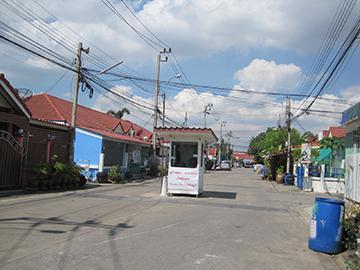 หมู่บ้านลัดดา1(ประชาอุทิศ) บ้านเลขที่ 189/180 ถนนประชาอุทิศ-วัดคู่สร้าง ในคลองบางปลากด พระสมุทรเจดีย์ จังหวัดสมุทรปราการ