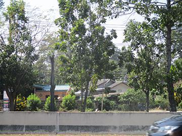 ถนนเพชรเกษม ใกล้สถานีย่อย ตำรวจภูธร บ้านลาด ม่วงงาม เมืองเพชรบุรี จังหวัดเพชรบุรี