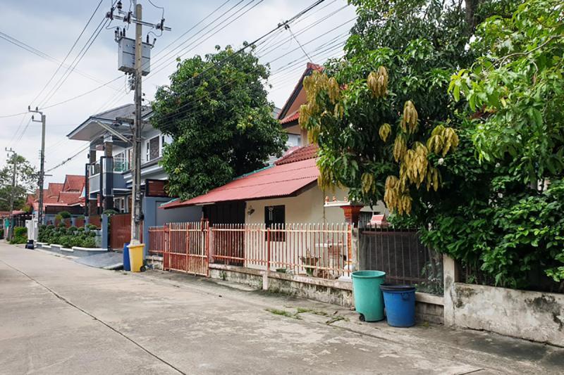 244/33 หมู่บ้านขุมทรัพย์แลนด์ ซอยราษฎร์อุทิศ 34 ถนนราษฎร์อุทิศ แสนแสบ มีนบุรี กรุงเทพมหานคร